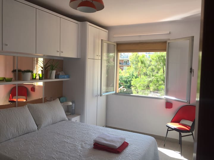 Bright, clean - 5 minutes from beach & old town