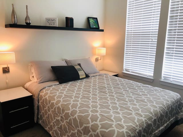 Quiet, Comfortable, and Brand New Room By Millenia