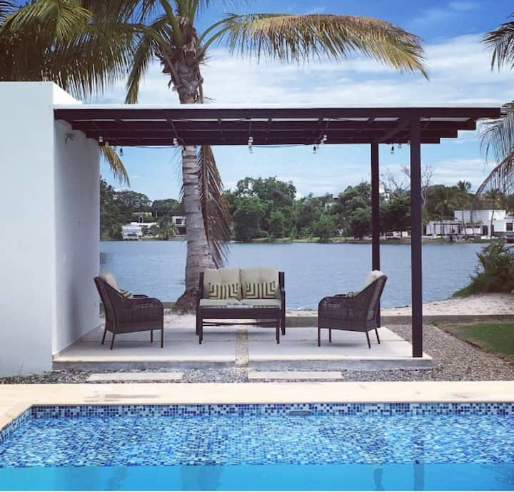 Casa en Lagos del Peñón con hermosa vista al lago