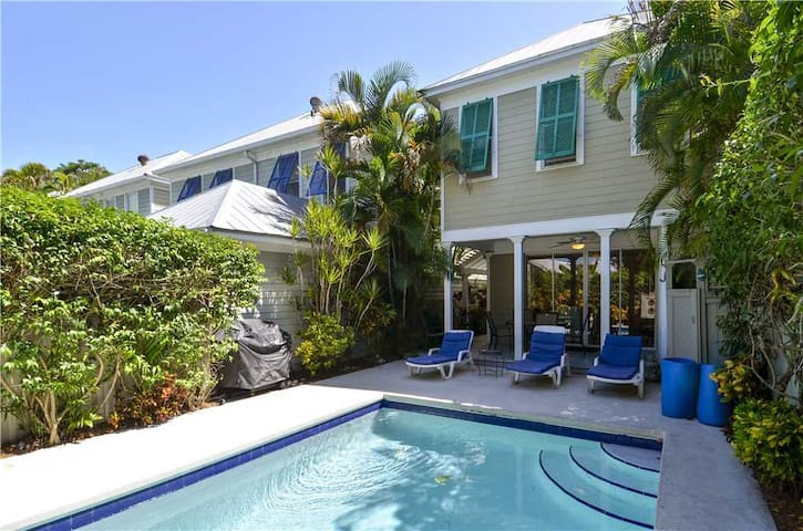 Enjoy private pool and Old Town location at TROPICAL DREAMING, PET FRIENDLY!
