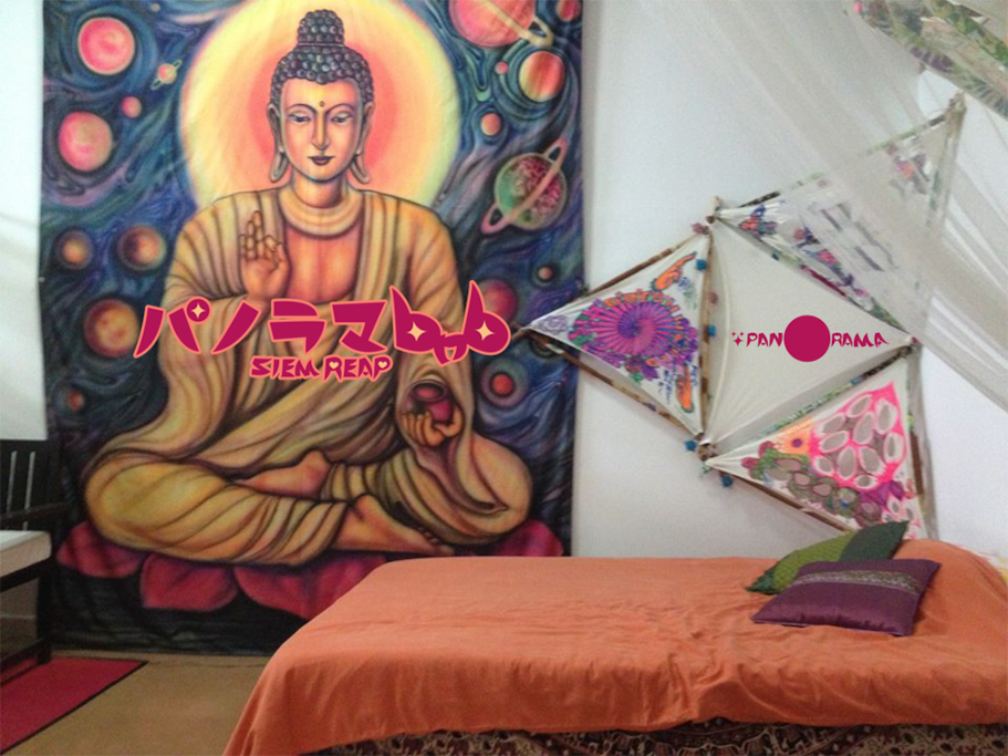 Living room Dormitory with Buddha