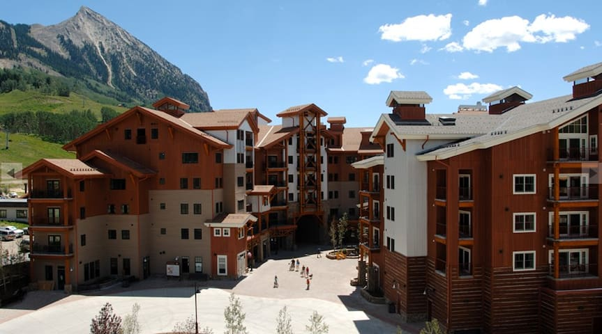 Cozy Mountain Village Condo - Mount Crested Butte