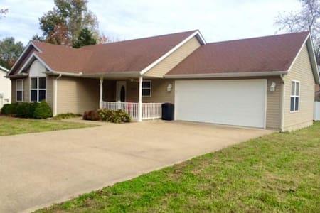 Adorable house in great neighborhood! - Carterville