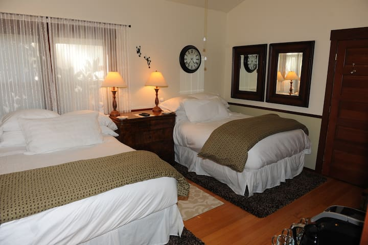 The Dorm Suite With Two Double Beds. - Napa - House