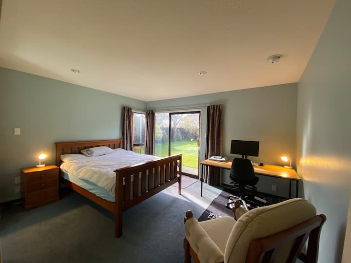 Adventure base or peaceful master room + lounge