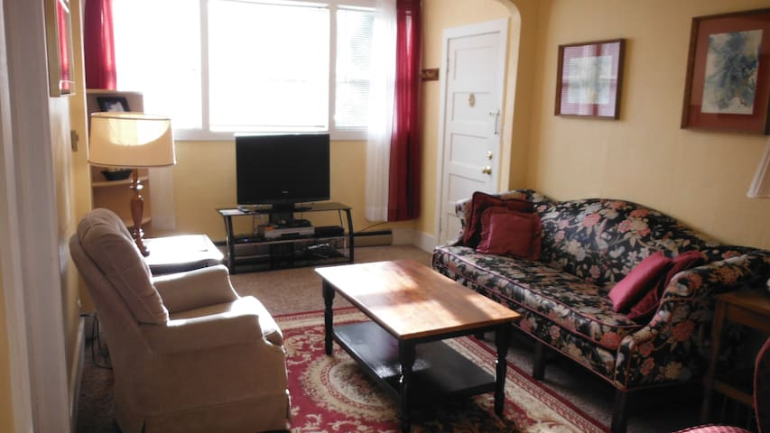 Beautiful large one bedroom apt  - Coos Bay - Departamento