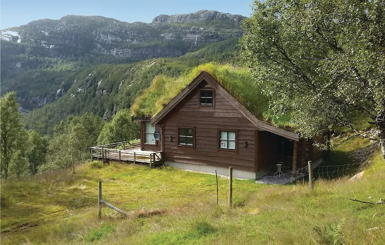 Holiday cottage with 4 bedrooms on 90 m² in Vikeså