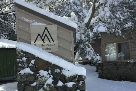 Granite Peaks 5 - 3 level apartment with loft - Kosciuszko National Park - Hus