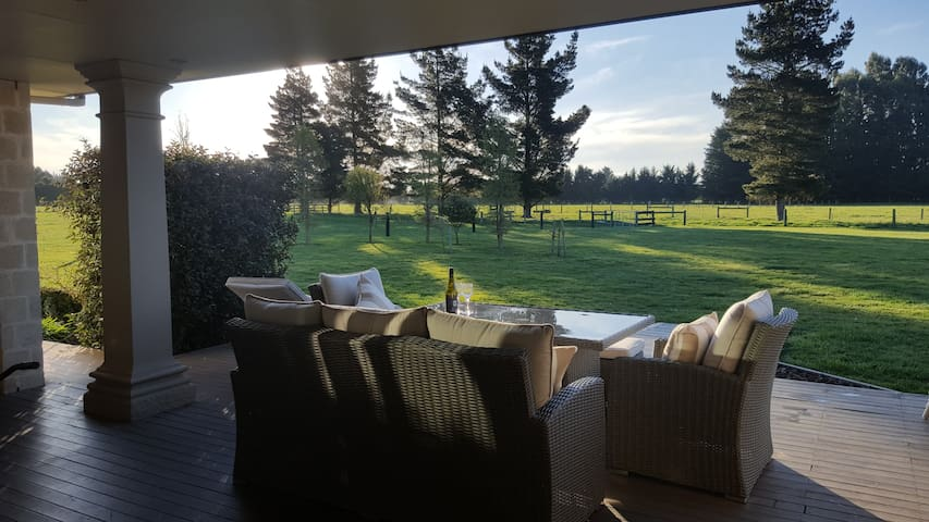 Flaxville BnB   - Family farmstay  with breakfast