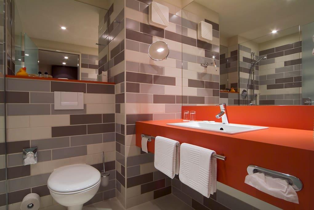 komfortable und moderne Badezimmer