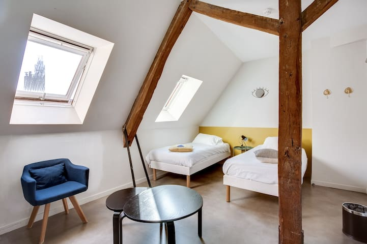 Twin room for 2 with shared bathroom