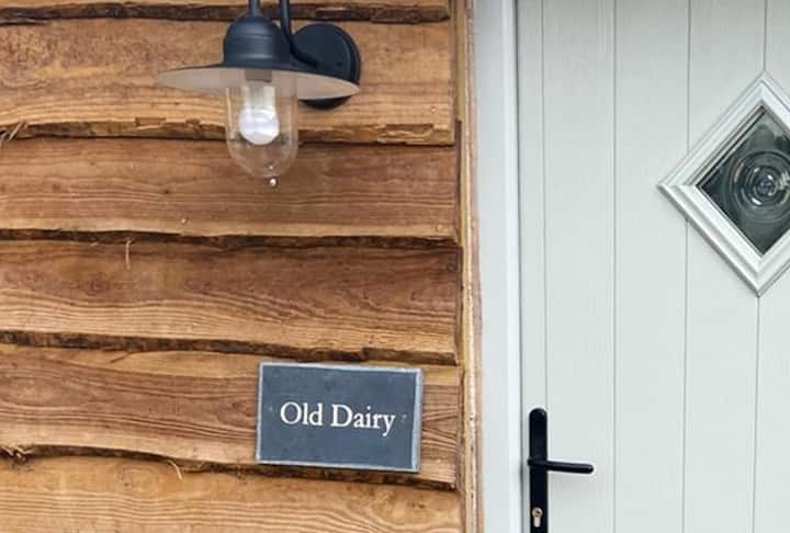 Old Dairy - Romantic Couples Farmstay + Hot Tub