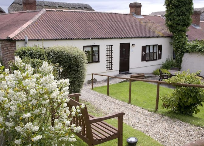 * Owl Cottage - Beautiful cottage with access to Indoor Pool
