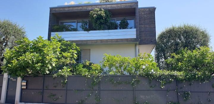 RDJ Villa moderne. Près Monaco. Jardin. Piscine.