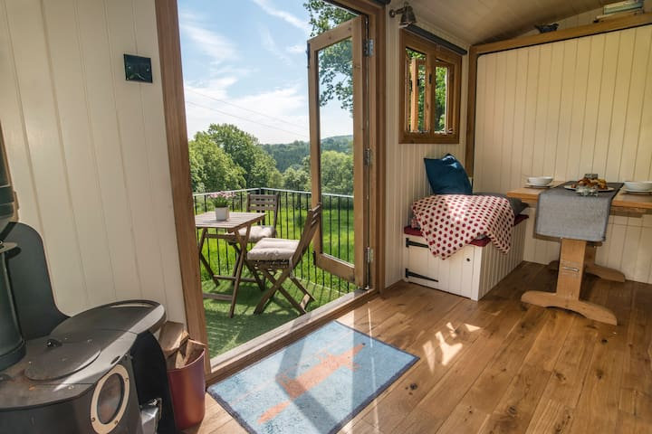 Luxurious Peak District Shepherd hut - Dane Valley