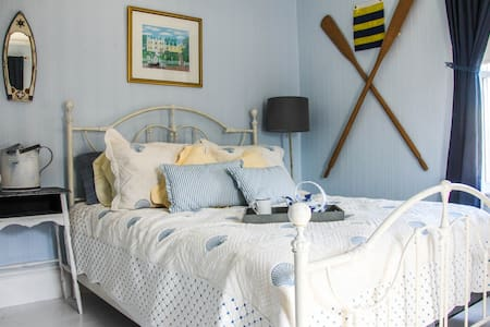 Kilburn House KPT: Blue Room - Kennebunkport