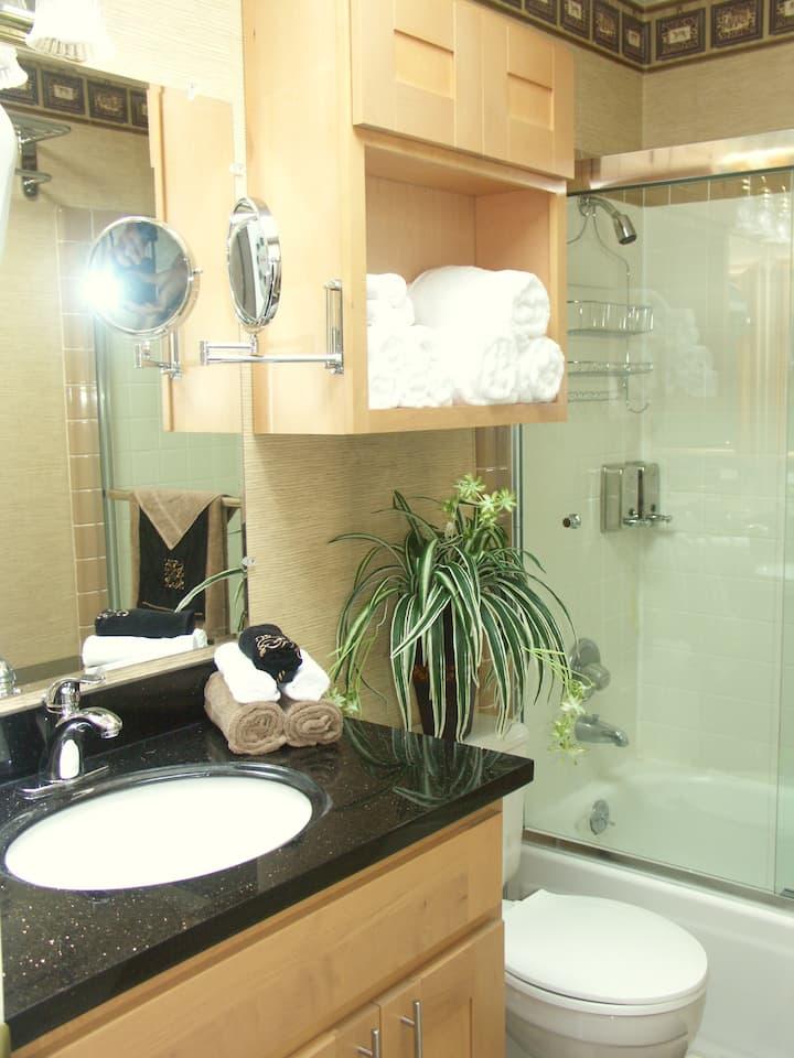 Nice  2 bedroom, 2 ba apartment wtih a large deck