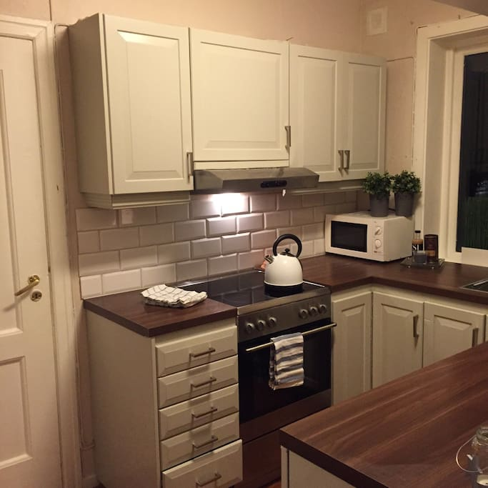 Kitchen, with dishwasher and microwave