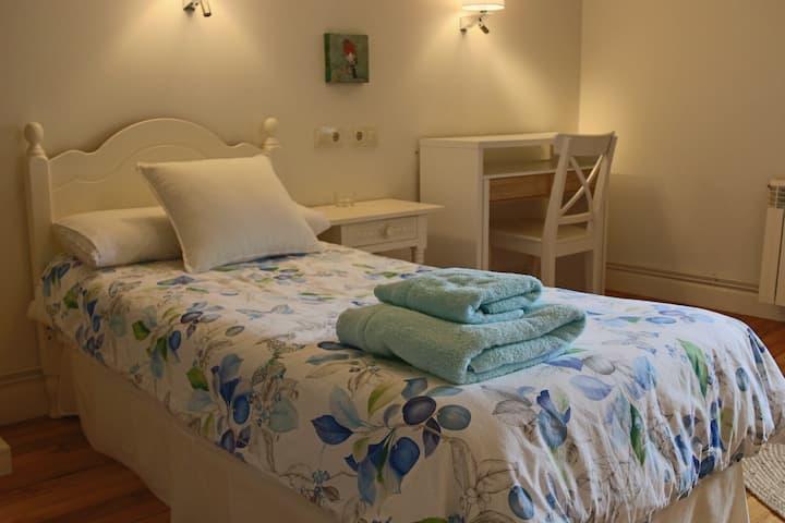 TXOLOMA - Habitación individual/doble con baño