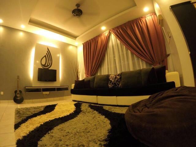 AA Homestay-Double Storey WIFI/Astro Kajang/Bangi