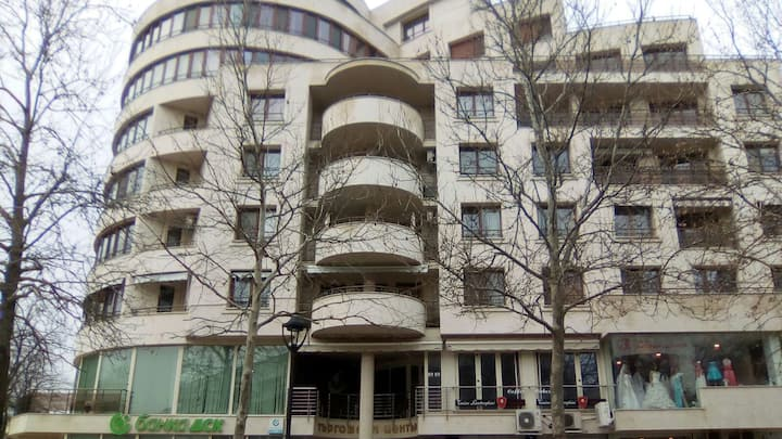 Luxury appartment in the top center of the city
