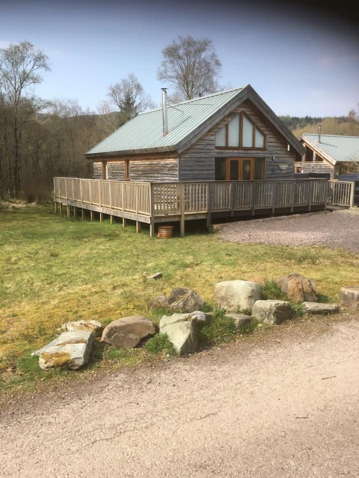 Silverbirch Log Cabin with hot tub, 20% discount