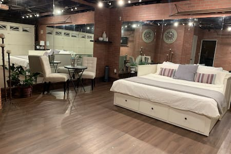 *New Studio Loft w/ Private Bathroom & Backyard