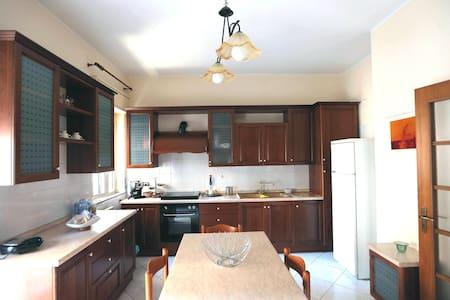 Appartamento spazioso e luminoso - Nicosia - Bed & Breakfast