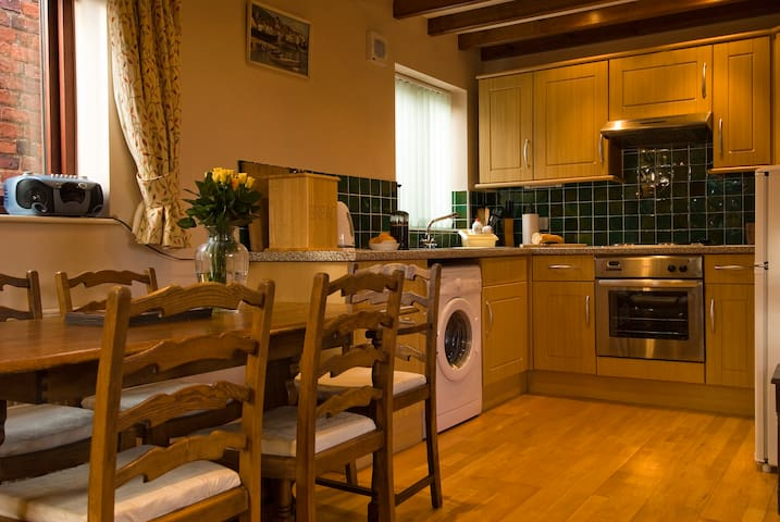 Countryside Cottage with Log Burning Fire - North Yorkshire - Hus