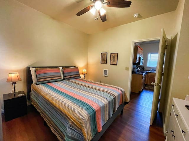 2nd bedroom with Queen size bed
