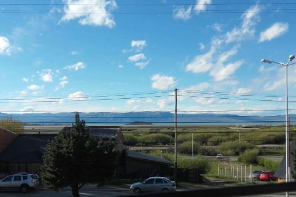 Vistas al Lago Argentino y la Cordillera