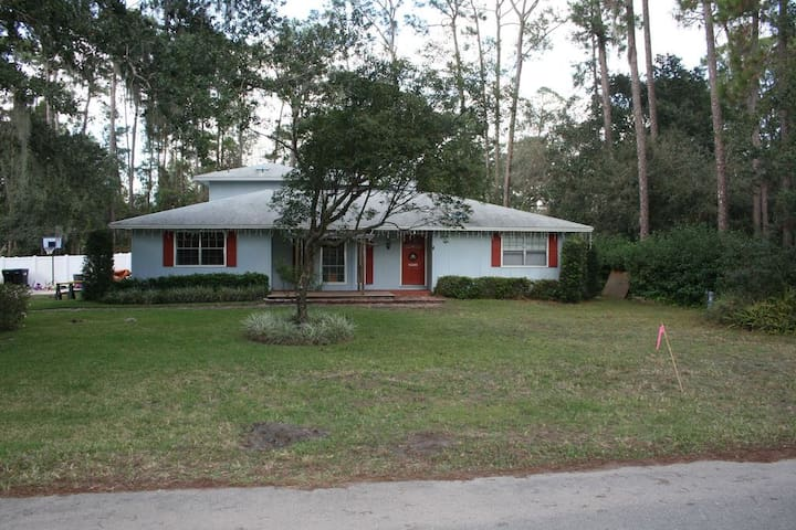 Peaceful home in a forested area of Orlando