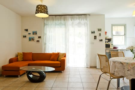 Charming apartment near the Beach - Lakás