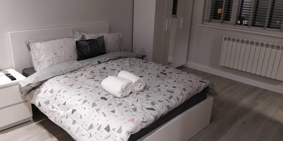 Wembley Homes - En Suite Room 3
