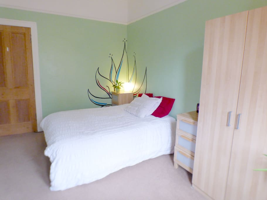 Large double bedroom with queen bed.