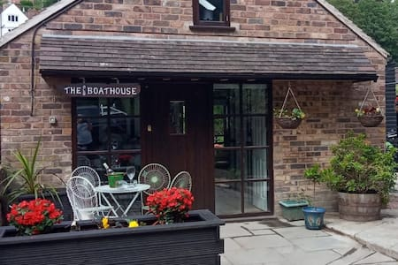 FAMILY AND GROUP ACCOMMODATION IN IRONBRIDGE.
