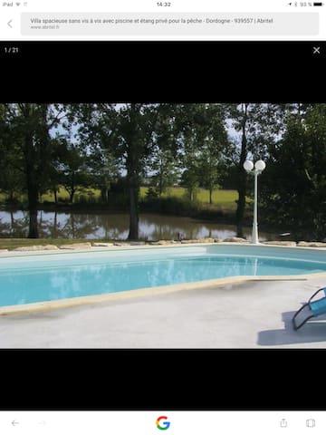 Belle villa spacieuse, piscine et étang privés.