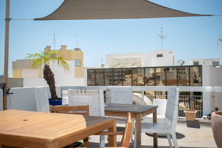 Faro Central Apartment w/ Rooftop & Balconies