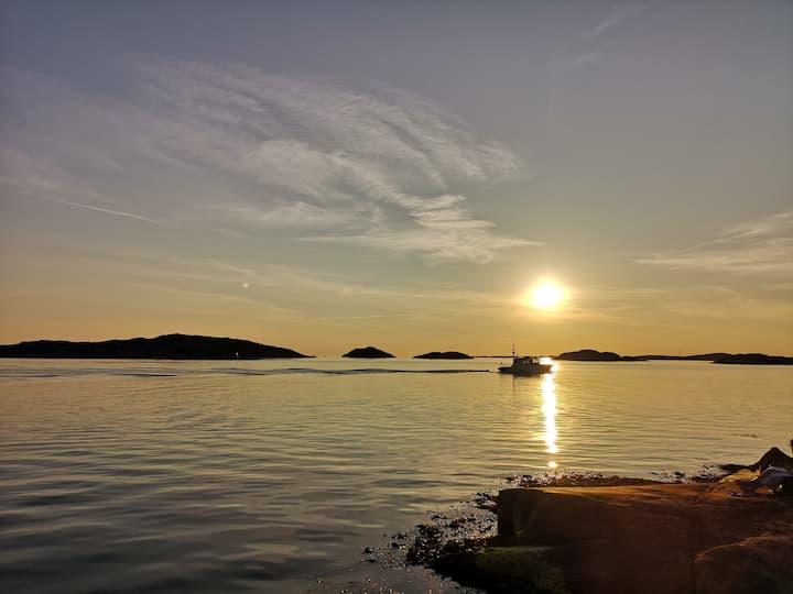 Stuga på västkusten nära havet i Bohuslän