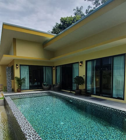 Tropical tranquility.Private Pool villa Putahracsa