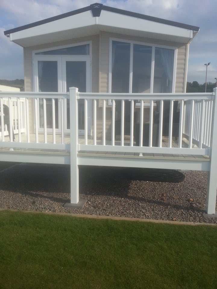Platinum sea facing caravan in somerset