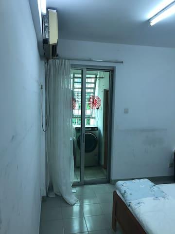 温馨一室一厅一厨一卫一阳台
