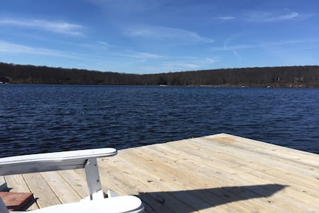 Georgia's Lake House springfed lake - Milford - Dům