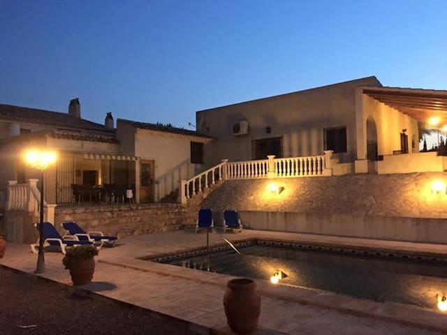 Schitterende Spaanse villa Aspe - Aspe