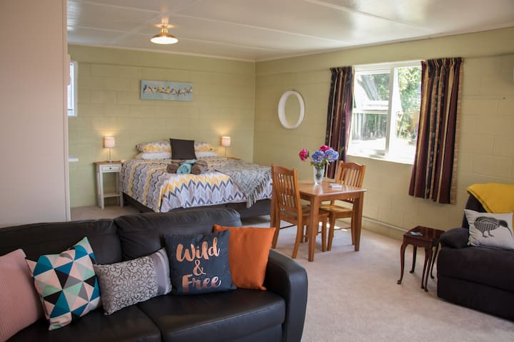 Large, comfortable, quiet and secure unit - Rotorua - Huoneisto
