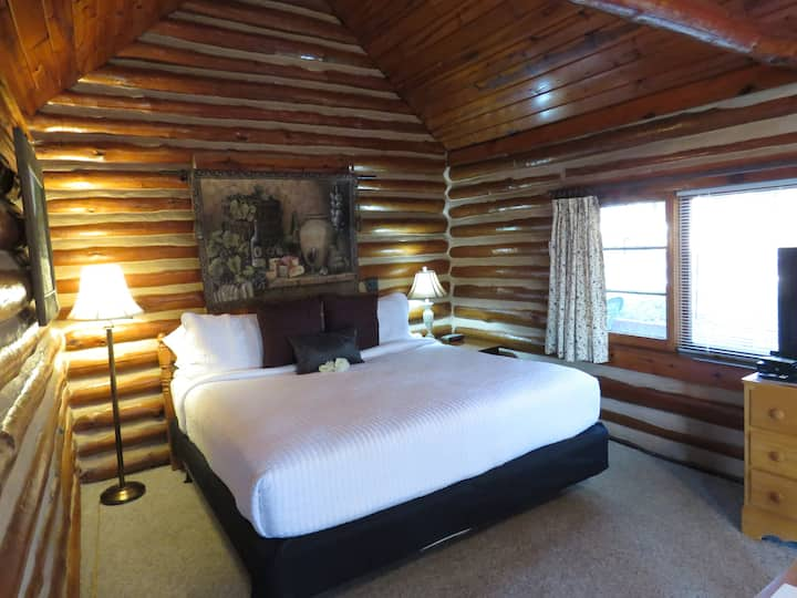 21 - Premier Suite - Tall Pines Inn