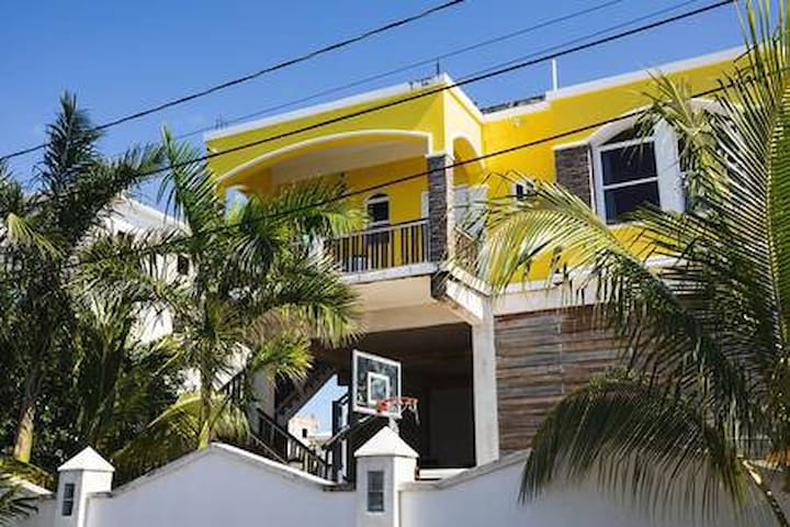 Casa Aaliyah - the PERFECT island location!