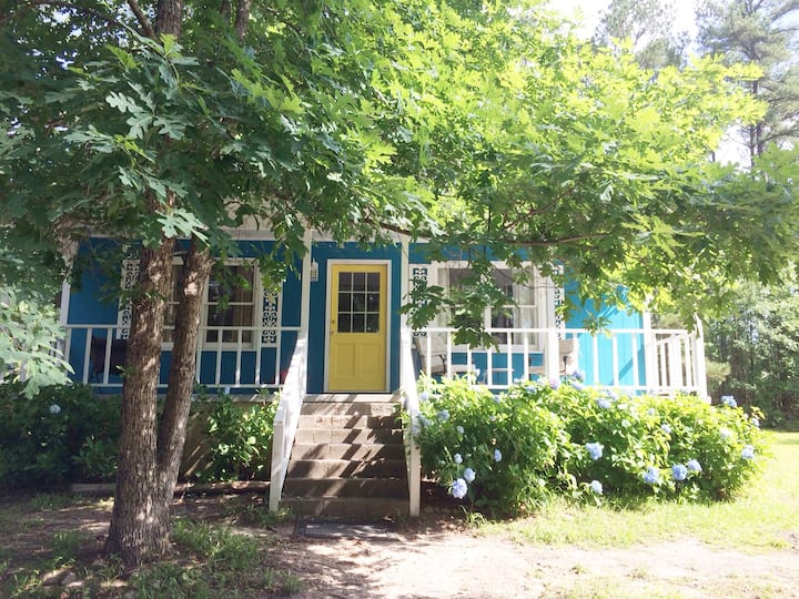 Unwind and Social Distance in Country Cottage!