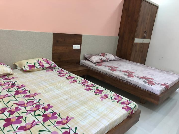 Comfortable family suite with 2 bedrooms Mogappair