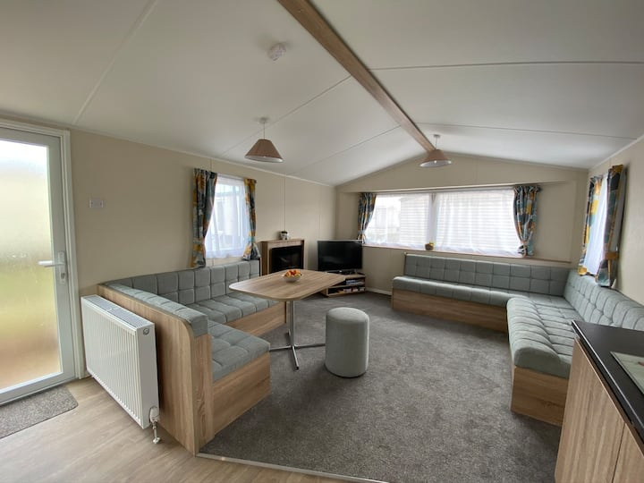 Static Caravan in Dymchurch by the beach
